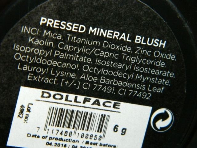 pressed-mineral-blush-doll-face