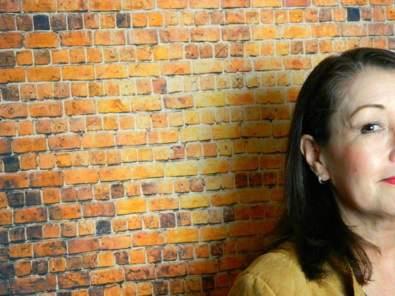 """Mijn """"budget look"""" met de make-up van essence. 42 essence Mijn """"budget look"""" met de make-up van essence."""