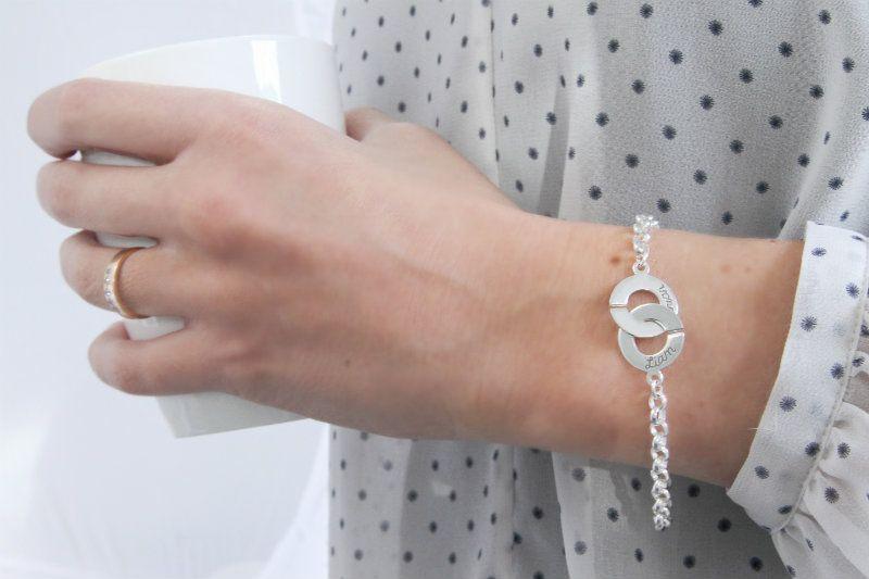 gepersonaliseerde-zilveren-armband-verstrengeld -