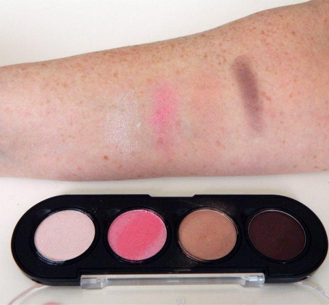 """Mijn """"budget look"""" met de make-up van essence. 15 essence Mijn """"budget look"""" met de make-up van essence."""