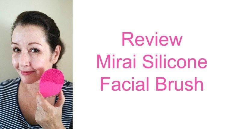 beautybybabs met beautybybabs met Mirai Silicone Facial Brush1