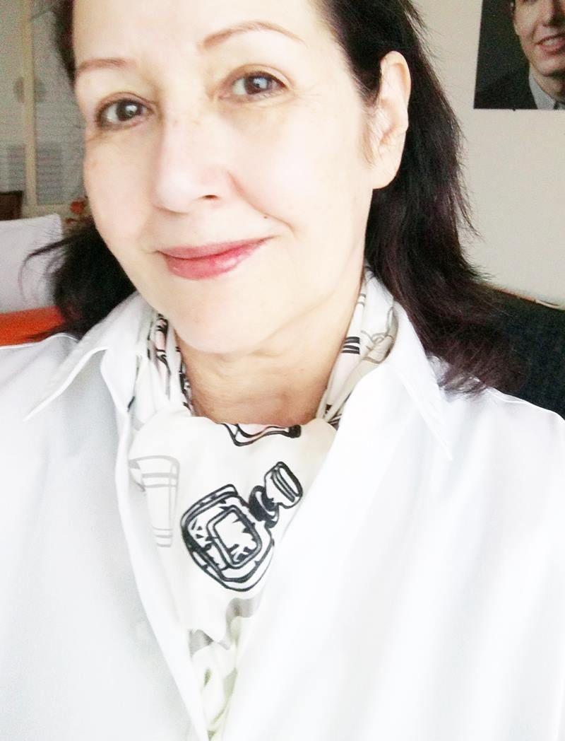 Heb jij al een witte blouse in je kast hangen? 8 blouse dames Heb jij al een witte blouse in je kast hangen?